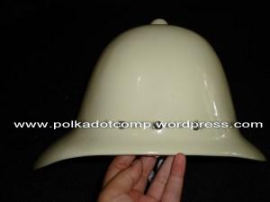 Topi onthel model serdadu Inggris warna kuning gading